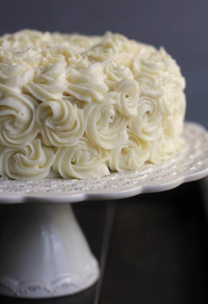 how to decorate a wedding cake with artificial flowers white cake frosting i recipe dishmaps 15665