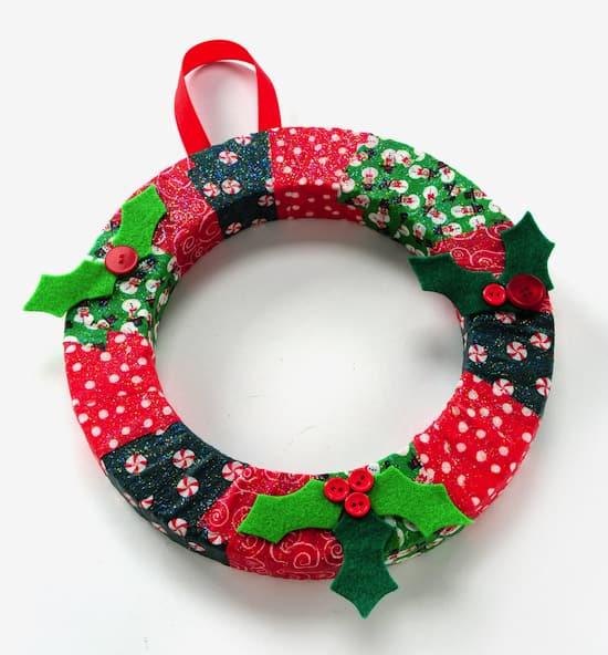 http://modpodgerocksblog.com/2012/11/diy-wreath-christmas-kids-craft.html