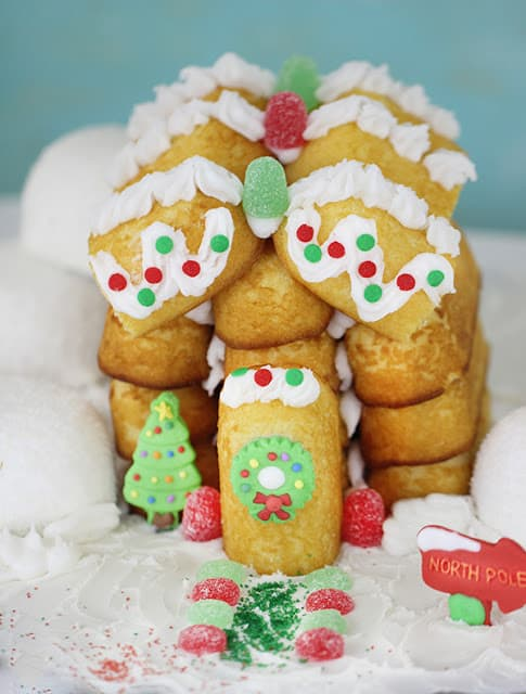 http://homemakinghacks.com/2014/11/build-a-christmas-house-out-of-twinkies.html