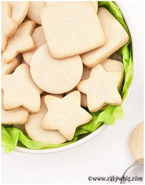http://cakewhiz.com/small-batch-of-sugar-cookies/