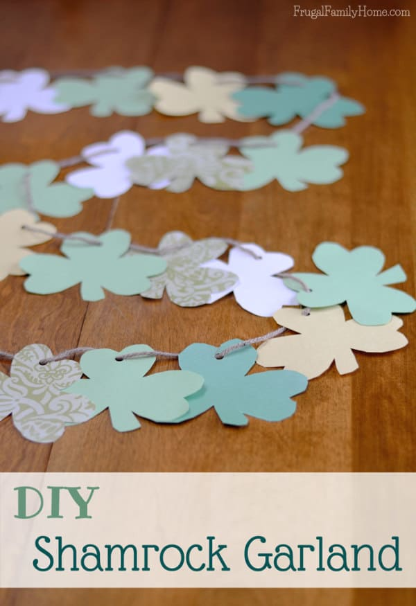 Easy-St-Patricks-Day-Craft-Shamrock-Garland-Banner-600×875