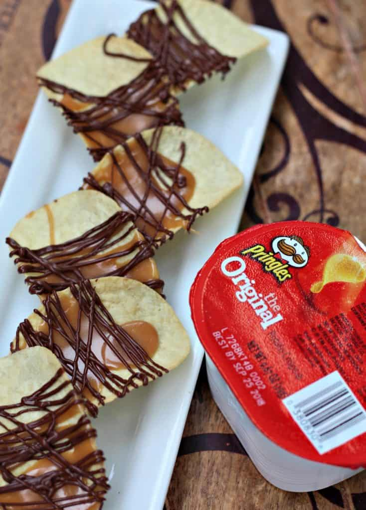 Toffee and Chocolate Drizzled Potato Chips | Toffee Chips | Dipped Chips | Chocolate Potato Chips | Crack Chips #ToffeeChips #ChocolateDippedPotatoChips #ChocolateChips #ChristmasSnack #Candy #Toffee #Chocolate
