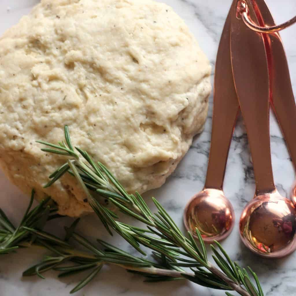 Rosemary and Olive Oil Cracker Recipe | Homemade Crackers | Cheese and Crackers | Christmas Snacks | Thanksgiving Snacks | #Cheeseball #Cheeselog #Crackers #HomemadeCrackers