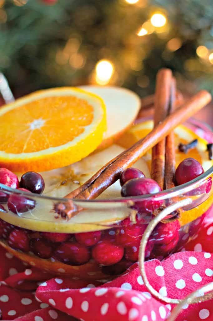 Natural Simmering Potpourri in a clear bowl